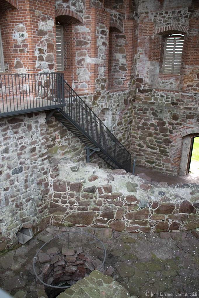 Kastelholman linnan raunioilla