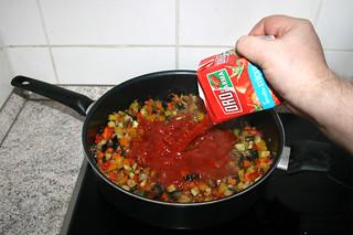 38 - Add tomatoes in pieces / Stückige Tomaten dazu geben