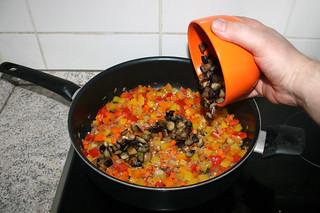 32 - Put eggplant back in pan / Aubergine zurück in Pfanne geben