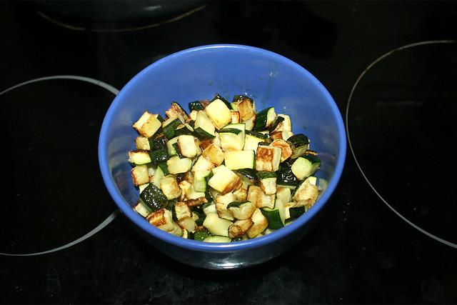 23 - Put zucchini aside / Zucchini bei Seite stellen