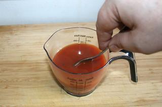 18 - Dissolve tomato puree in broth / Tomatenmark in Flüssigkeit auflösen