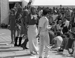 Concert du groupe québécois les Sinners, au Pavillon de la jeunesse (Expo 67). – 1967. Photo de Patricia Ling. P132-2_021-015. Archives de la Ville de Montréal.