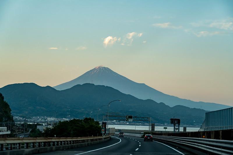 東名高速と富士山