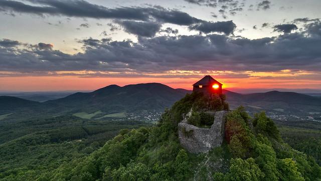 Salgó vár naplementében