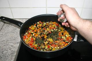 34 - Add chopped herbs / Gehackte Kräuter einstreuen