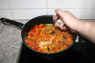 30 - Add garlic / Knoblauch einstreuen