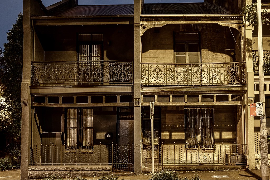 A fellow old house enthusiast suggested I check out this unrestored Victorian terrace house on Commonwealth Street in Sydney's Surry Hills. I wandered by in the really early hours to discover a little shabby but truely authentic home.