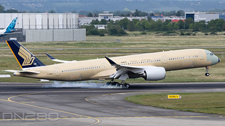 Singapore Airlines A350-941 msn 460 F-WZNY / 9V-SJE