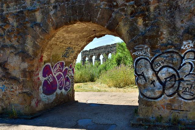 Tra passato e presente - la civiltà romana e l'inciviltà dei nostri giorni (incivility kills art!)