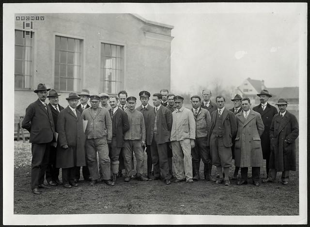 ArchivTappen24AAL4l52 Benno Bauer, Arbeitskollegen, München, 1920er