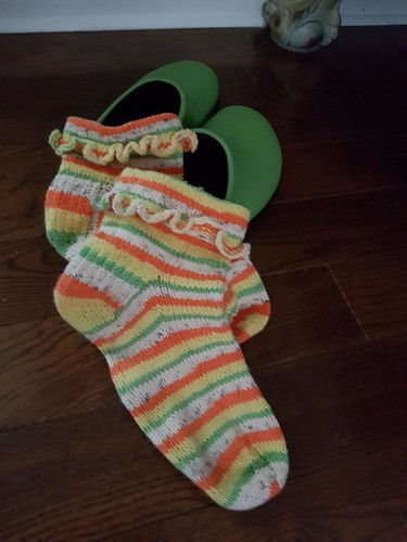 Mirna's third FO are PetiteKnit's Ruffle Socks knit using Regia 4 Ply Tutti Frutti in Papaya colourway.
