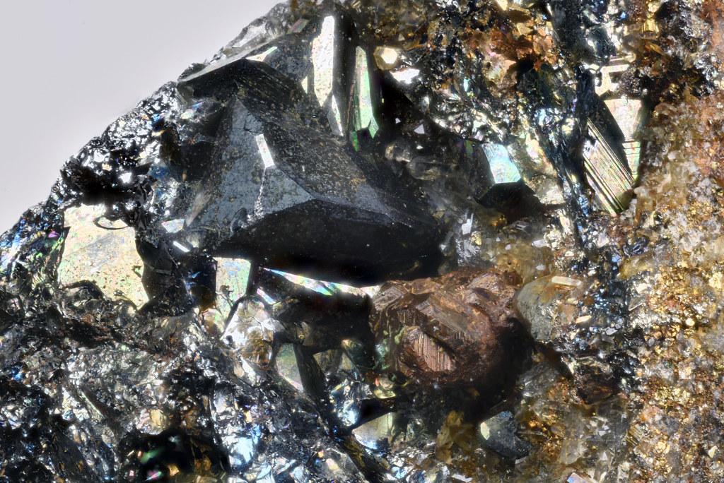 亜鉛砒四面銅鉱 / Tennantite-(Zn)