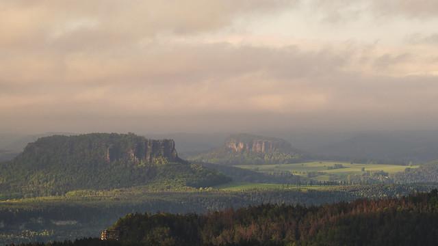 Blick zum Lilienstein und Pfaffenstein