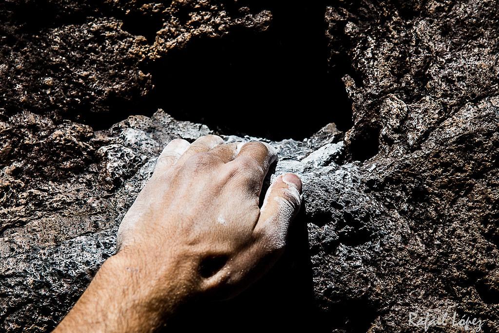 Atado a la piedra