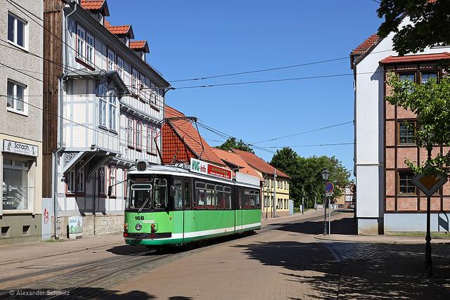 (D) Halberstadt: MF Esslingen GT4 168 auf der Linie 1 in Richtung Bahnhof nahe der Haltestelle Gröperstraße