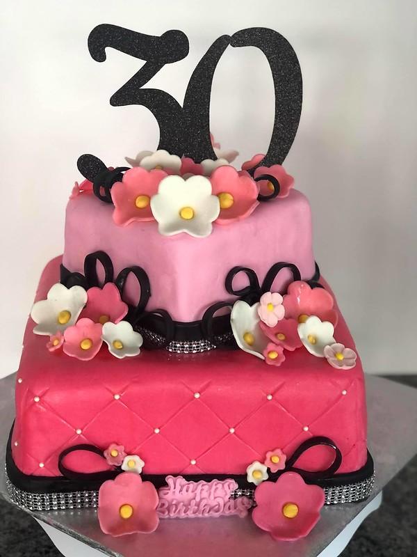 Cake by Lisa's Creative Cakes