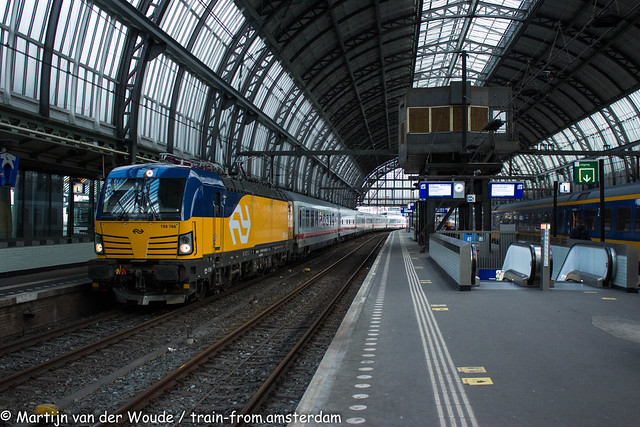20210527_NL_Amsterdam-Centraal_NS International 193 766 with IC 140