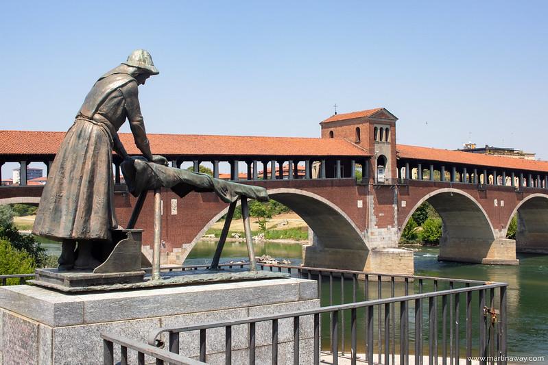 Monumento alla Lavandaia
