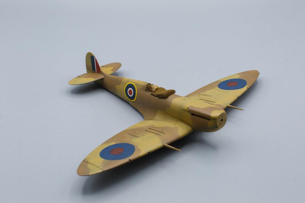 Spitfire mk.Vb Trop tamiya 1/48 cocardes des flancs.