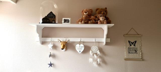 Wit kapstokje met beertjes en decoratie babykamer