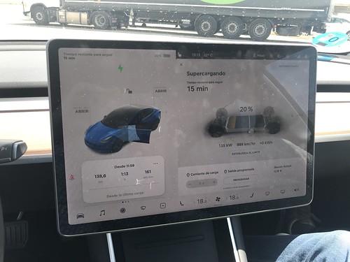 Nuevo récord de recarga del Tesla Model 3: 135 kW de potencia en el SuperCharger de Zaragoza