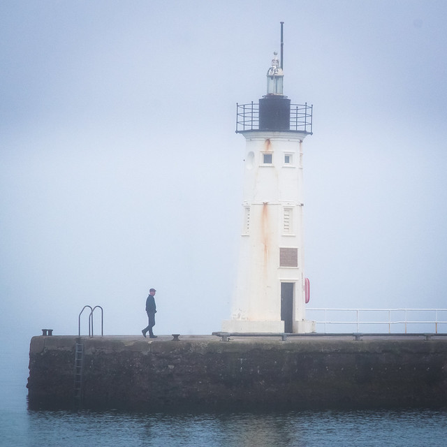 A walk in the fog, Lighthouse, Breakwater, Anstruther Harbour, Anstruther, Fife, Scotland, UK