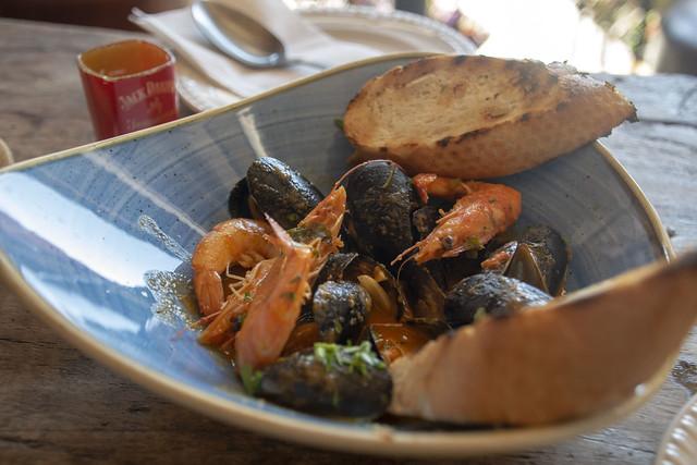 DSC_0233 London Dalston Stoke Newington Road Escudo De Cuba Cuban Bar and Restaurant Gambas Con Mejillones Shrimp and Mussels Seafood £8.50