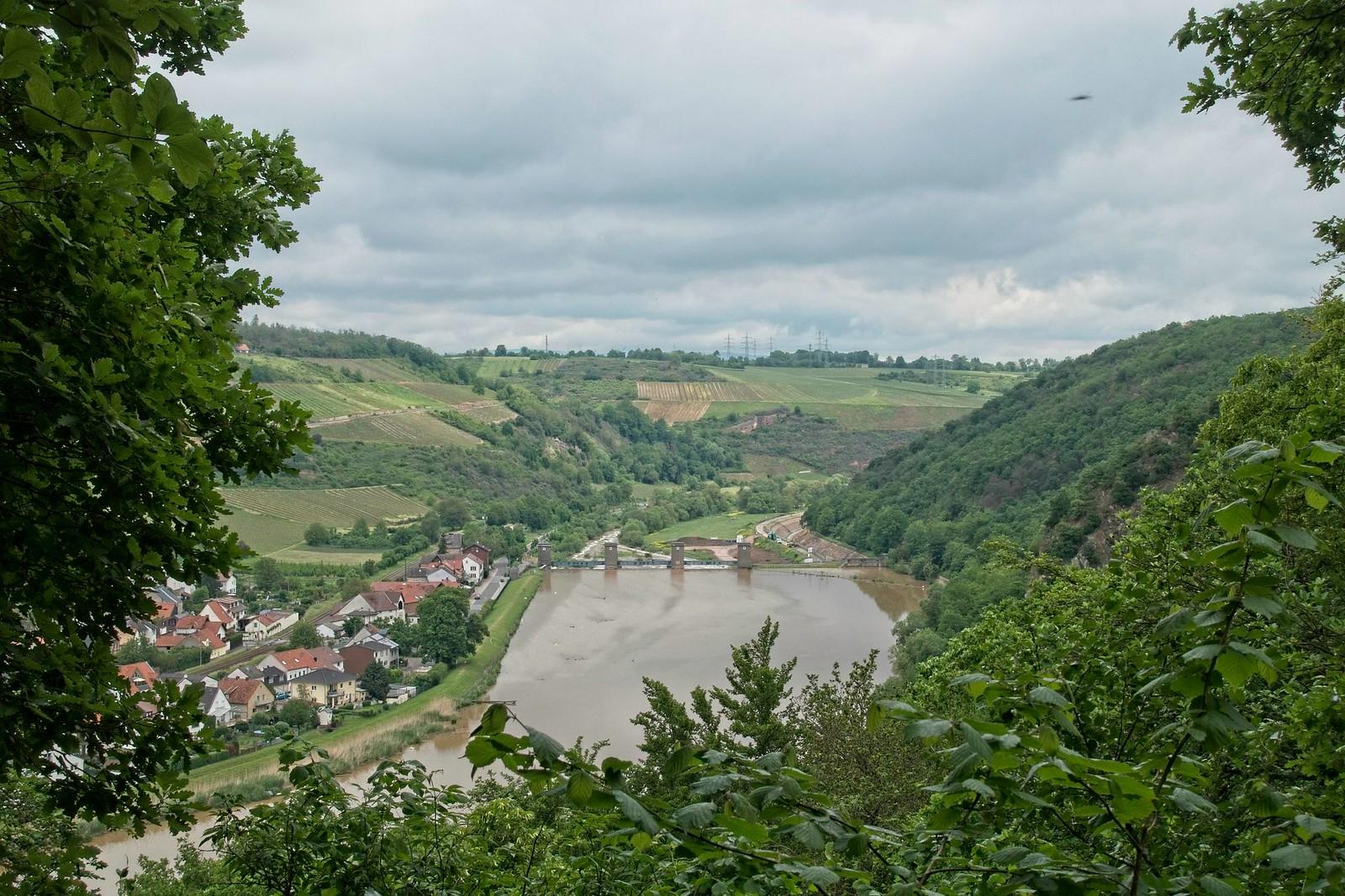 Blick auf Staustufe bei Niederhausen - Vitaltour Geheimnisvoller Lemberg