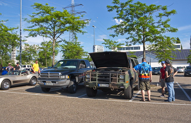 Chevrolet Blaser und Dodge Pickup
