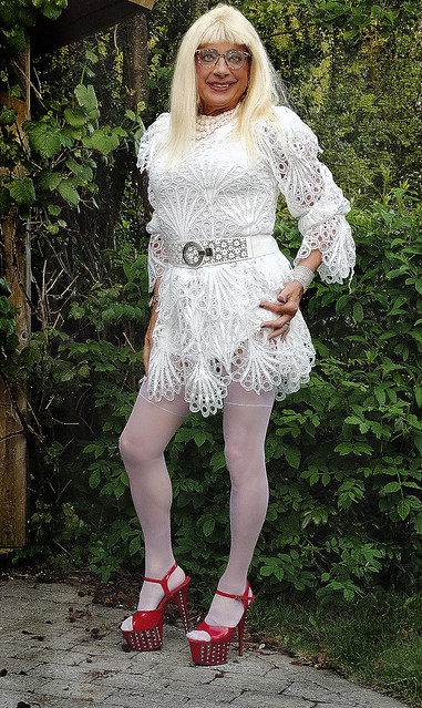 Sussan in white