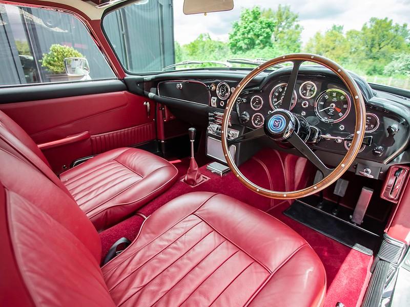 Aston-DB5-17