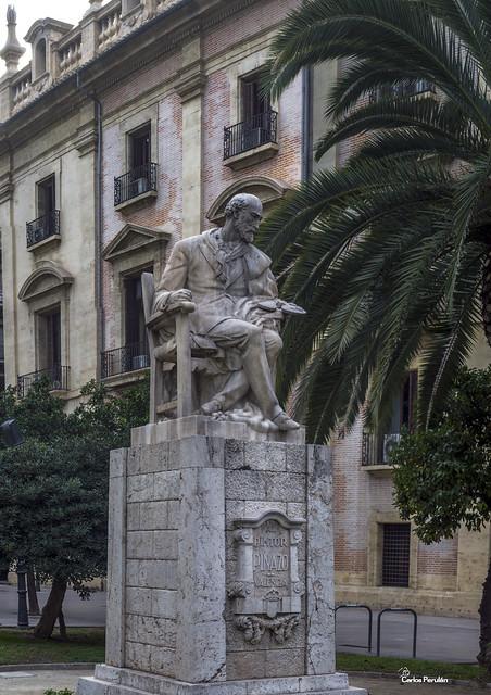 Escultura al pintor Ignacio Pinazo