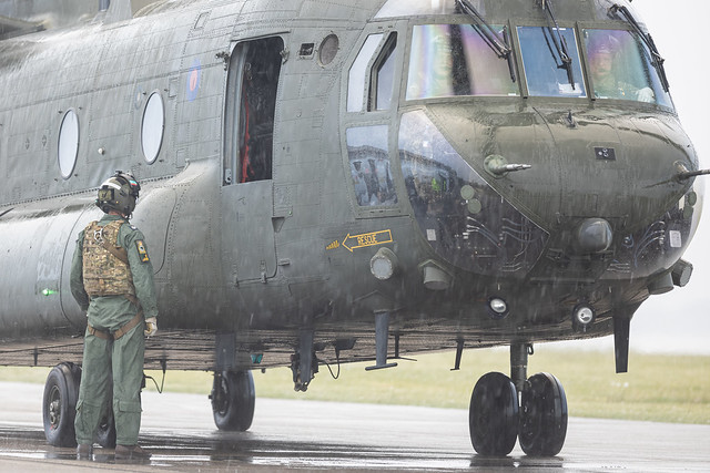 Chinook hot refuel at Cardiff HLS