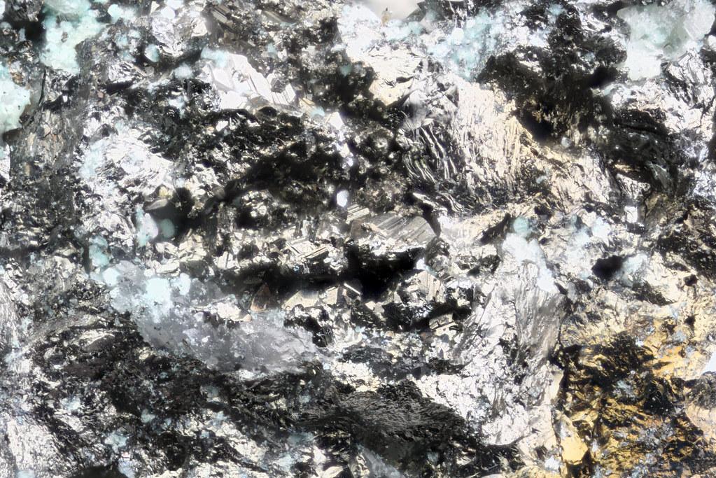銅砒四面銅鉱 / Tennantite-(Cu)