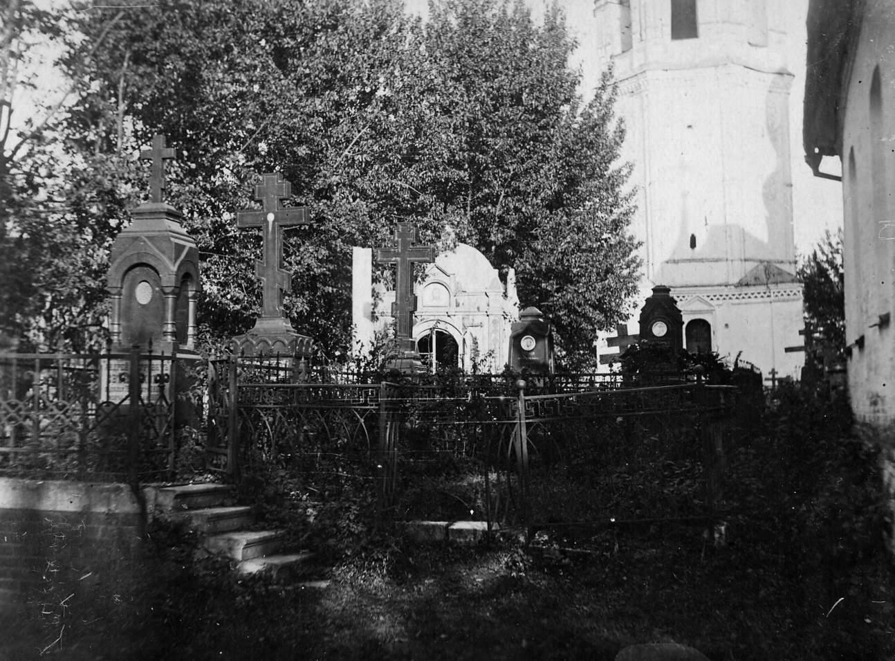 Погост возле собора на территории Никольского монастыря