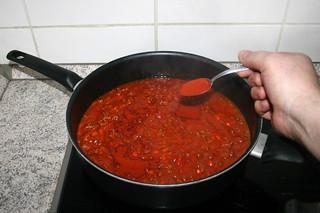 14 - Add paprika / Paprika einstreuen