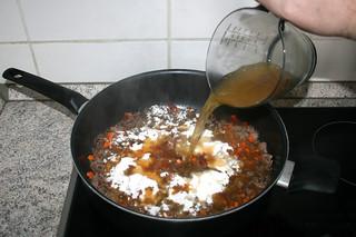 11 - Deglaze with vegetable broth / Mit Gemüsebrühe ablöschen