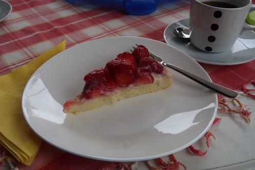Erdbeertorte mit Vanillepudding (mein erstes Stück)