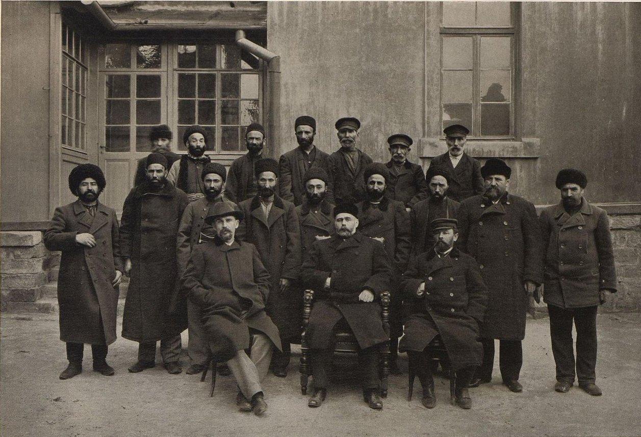 20.  Э.Л. Нобель среди рабочих в Баку