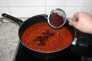 19 - Put beans in sauce / Bohnen in Sauce geben