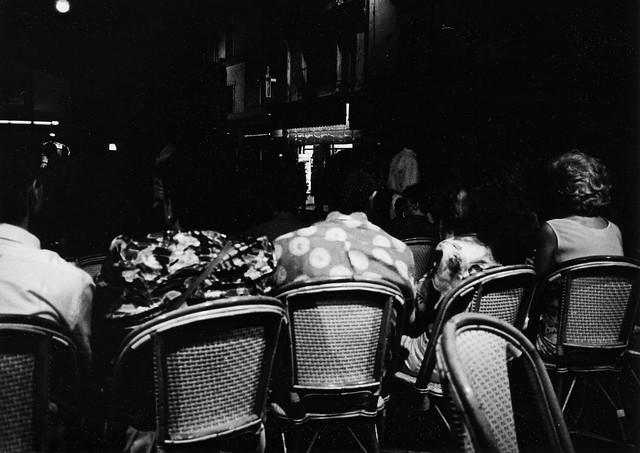 Paris est un théâtre où l'on paie sa place avec du temps perdu