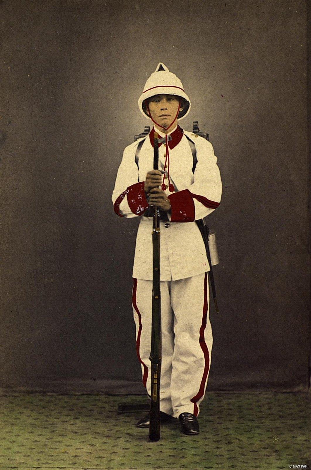 Портрет линейного солдата в парадной форме. Филиппины, город Манила