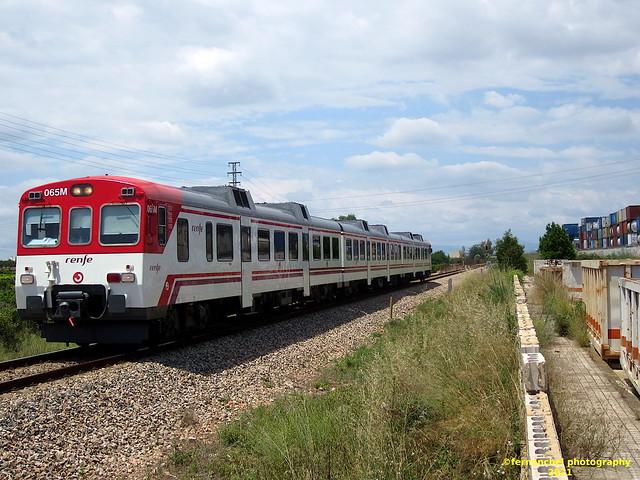 Tren de Cercanías de Renfe (línea C-3) a su paso por QUART DE POBLET (Valencia)