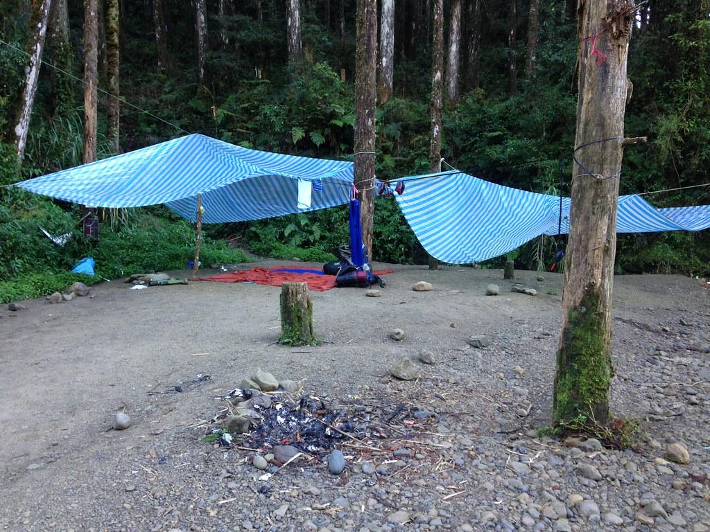 水漾森林不知哪位山友搭的帳篷,就任其留在原地。攝影:廖靜蕙