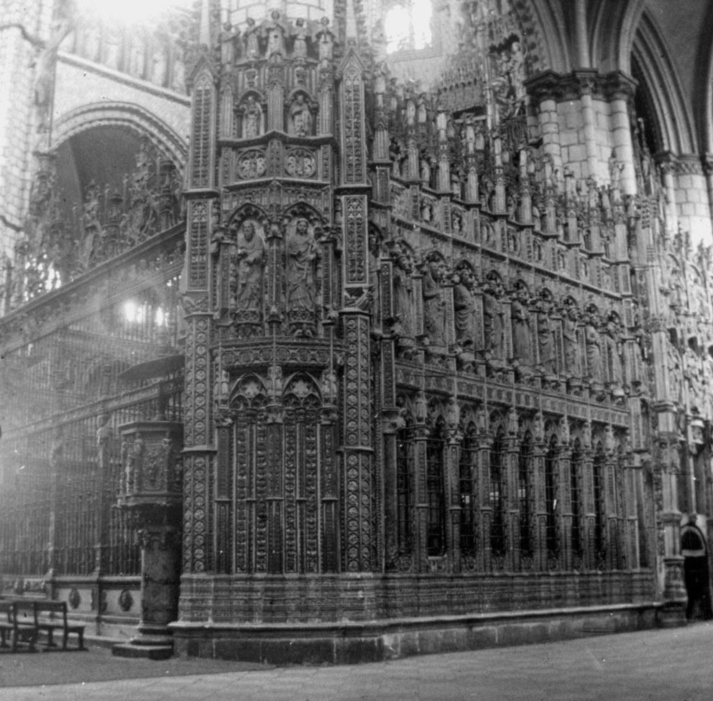 Un costado del Altar Mayor de la Catedral de Toledo en los años 20. Fotografía de Daniel Dufol Álvarez