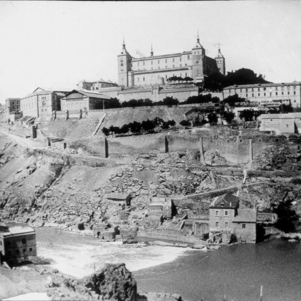 Vista del Alcázar y las Turbinas de Vargas en los años 20. Fotografía de Daniel Dufol Álvarez