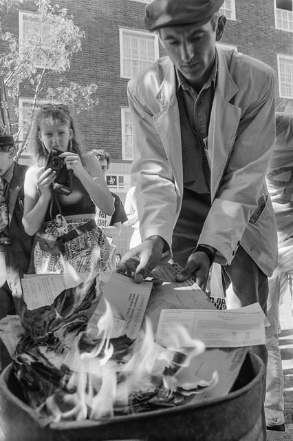 Burning Poll Tax Demands, Cromer St, Kings Cross, Camden, 1990, 90-7a-15