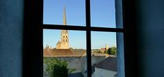 Saint-Savin (Vienne, Nlle.-Aquitaine, Fr) – L'abbaye par la fenêtre