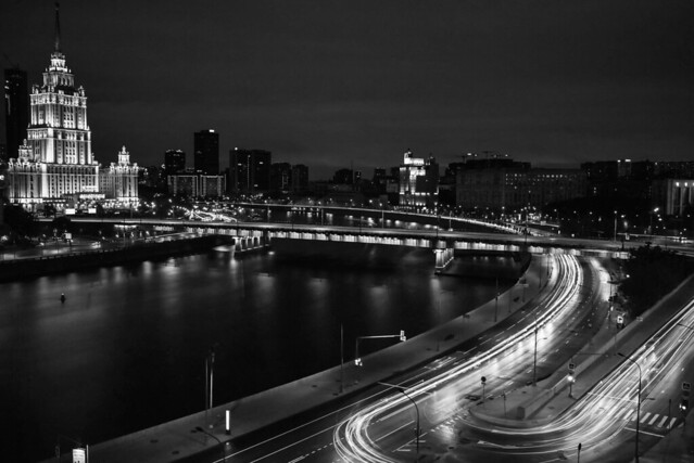 Light Trails sling The Moscow River