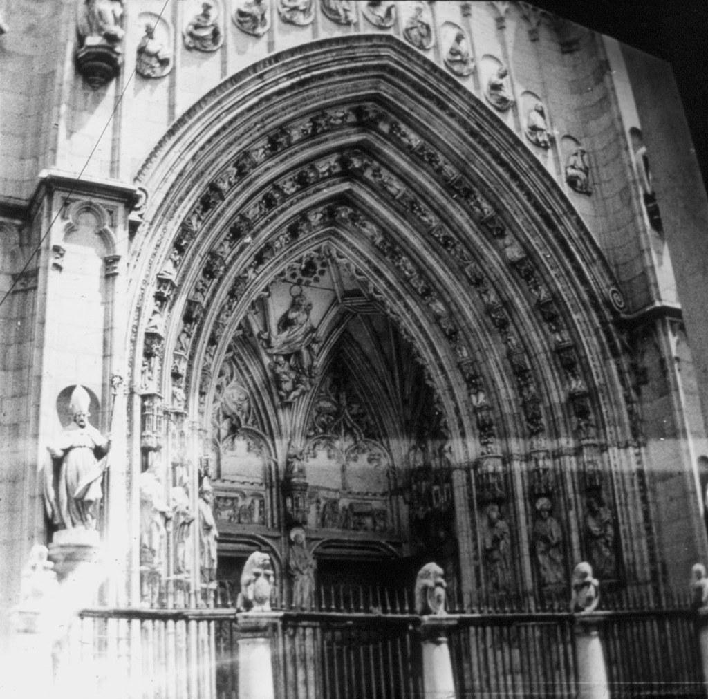 Puerta de los Leones de la Catedral en los años 20. Fotografía de Daniel Dufol Álvarez